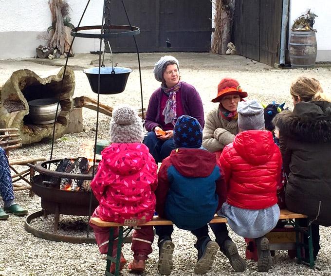Die erste Station der Märchenwanderung (Foto: Ingrid Schuler)